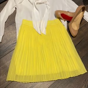 NEW! Alice + Olivia Pleated Mini Skirt in Yellow